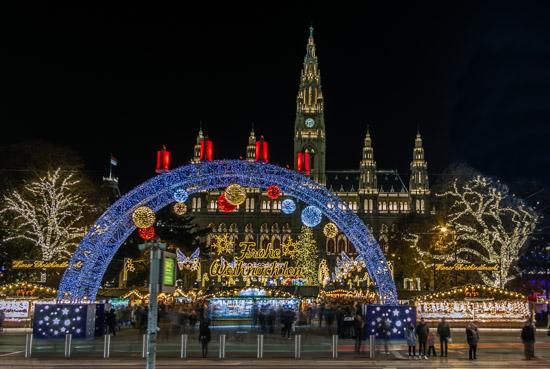 Piazza del Municipio di Vienna di Notte
